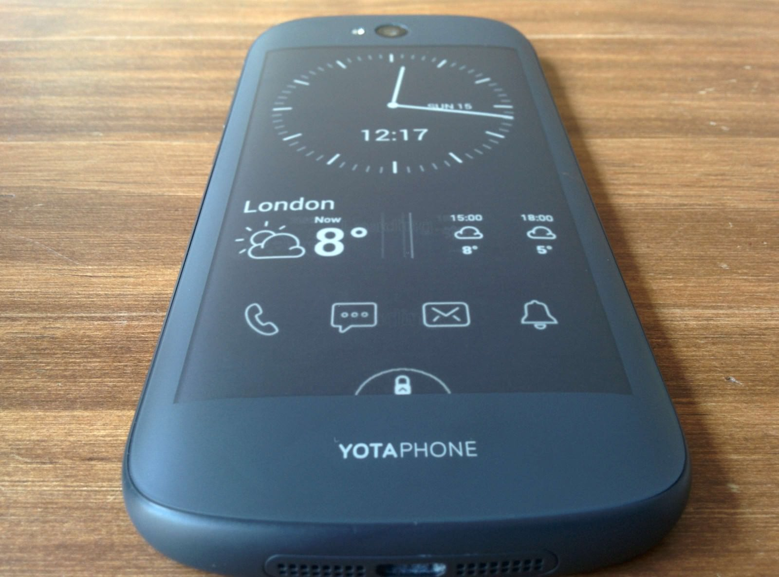 yotaphone-2-review-e-ink-weboo-co-10
