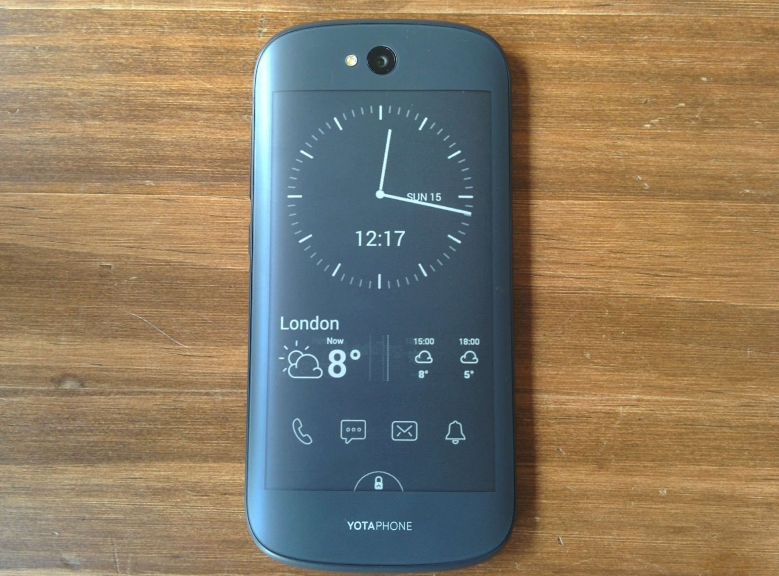 yotaphone-2-review-e-ink-weboo-co-11