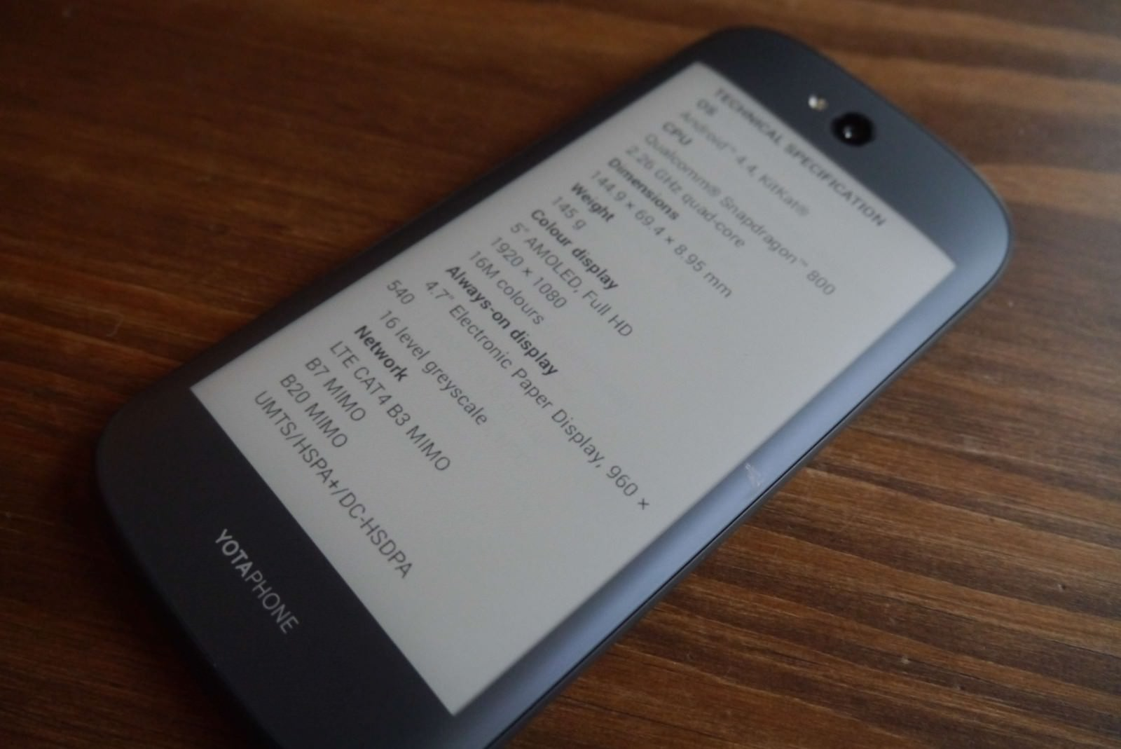 yotaphone-2-review-e-ink-weboo-co-14