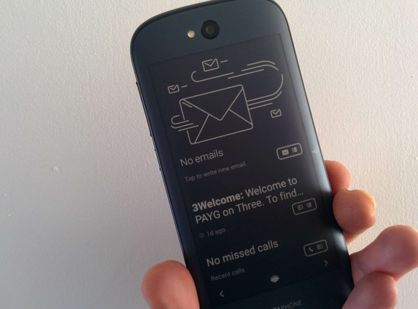 yotaphone-2-review-e-ink-weboo-co-5