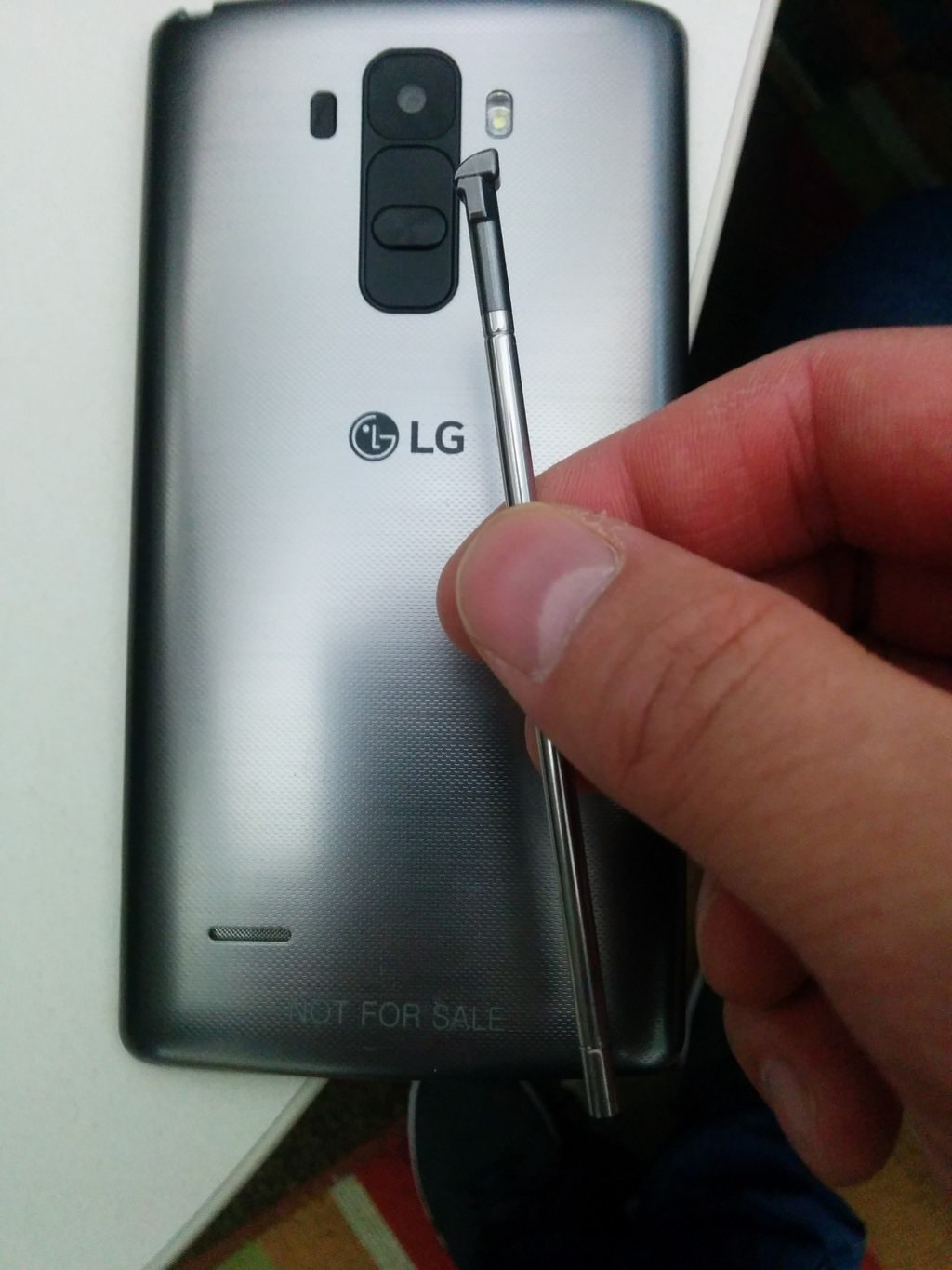 LG G4 with Stylus Pen-leaked-2